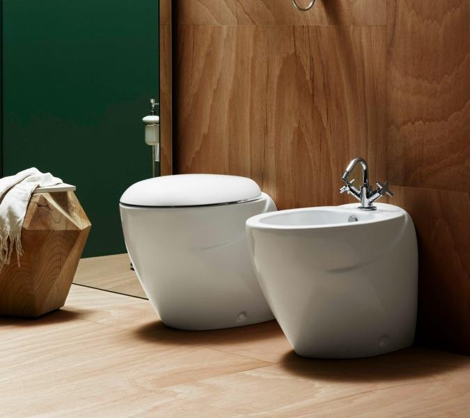 Coppia di sanitari bagno appoggio filo parete a muro vaso for Sanitari filo parete