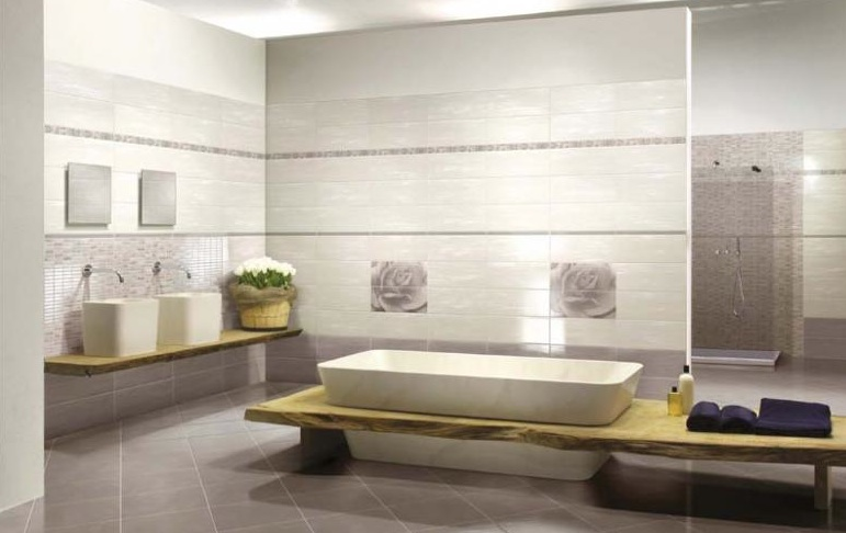 Rivestire le piastrelle del bagno. bagno moderno con rivestire