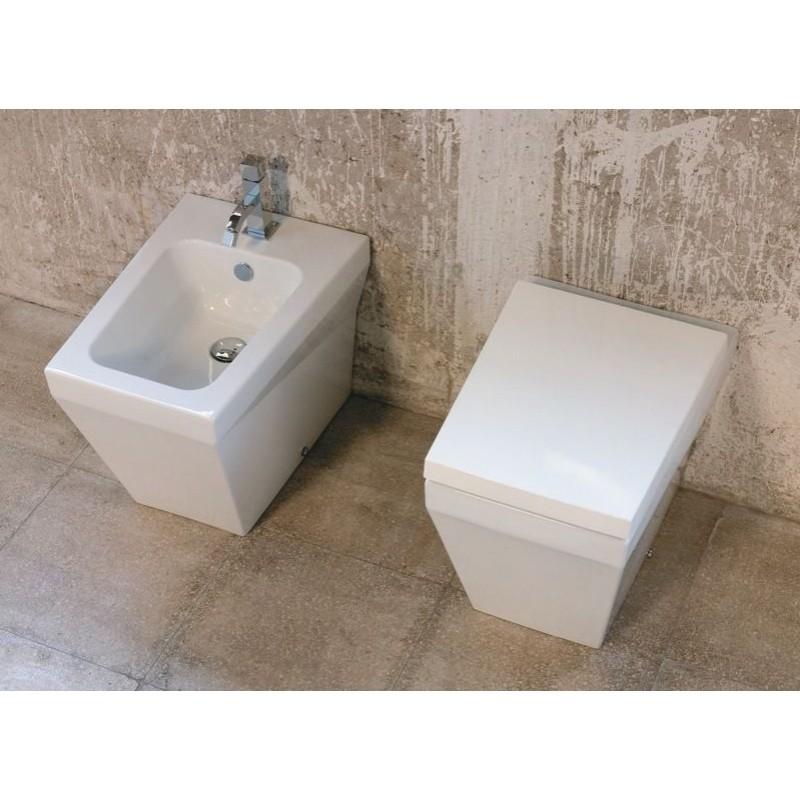 Azzurra Ceramica Sanitari Spa.Sanitari Filo Parete Con Wc E Bidet San Marco