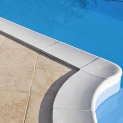 Bordo perimetrale per piscina con scala romana