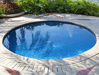 Ph e cloro elementi indispensabili per l 39 acqua della for Cloro liquido per piscine
